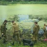 Активисты «Единой России» организовали субботник у Кухтеринского озера