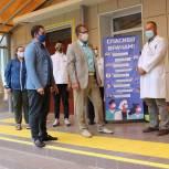 Активисты «Единой России» передали трём больницам Перми благодарности от жителей