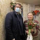 Заместитель Секретаря «Единой России» Николай Владимиров поздравил с 8 марта ветерана войны