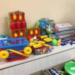 Активисты «Единой России» обеспечили игрушками новый детский сад в поселке Ростовской области