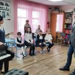 Дмитрий Жуков оценил звучание нового рояля в Сосьве