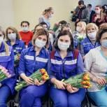 Сергей Юров поздравил с наступающим Международным женским днём сотрудниц скорой помощи