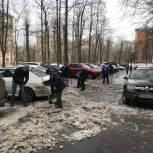 Единороссы Ломоносовского района организовали субботник в помощь коммунальным службам