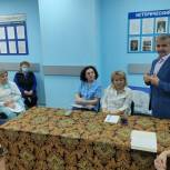 Владимир Шапкин передал мёд щелковским врачам скорой помощи