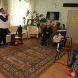 Луховицкие партийные активисты поздравили пожилых подопечных соццентра округа с Масленицей