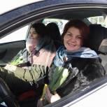 Сто тысяч тюльпанов и море улыбок: молодогвардейцы в Подмосковье поздравили женщин с 8 марта