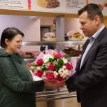 Александр Гречищев вручил благодарность предпринимателю-волонтеру