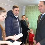 Многодетной семье погорельцев из Пронского района доставили необходимую бытовую технику