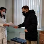 Красногорские волонтеры передали медикам переносной холодильник
