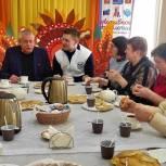 Единороссы Егорьевска поздравили с Масленицей участников программы «Активное долголетие»