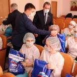 Врачам областной детской больницы имени Филатова переданы продуктовые наборы