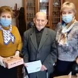 Чучковские единороссы вручили ветерану  подарки и персональное поздравление президента