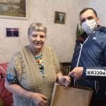 Волонтеры доставили продуктовый набор пожилой кировчанке