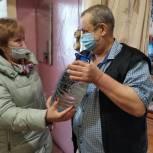 Пенсионеры поблагодарили партию за организацию волонтерского движения