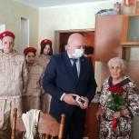 «Единая Россия» обеспечила рыбновских ветеранов бесплатной мобильной связью