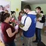 Представители «Единой России» и «Молодой Гвардии» 8 марта устроили в Луховицах «Цветочный марафон»