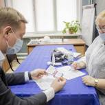 В Лосино-Петровском единороссы проверили работу мобильных пунктов вакцинации от коронавируса