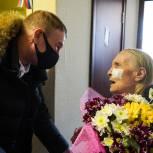 Колымские партийцы поздравили ветерана с днем рождения