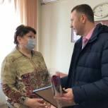 Депутат вручил благодарственные письма работникам образования