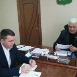 В Камешкирском районе провел прием граждан Владимир Полукаров