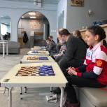 Муниципальный депутат Сергей Богданов помог организовать необычный турнир по шашкам