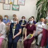 Одинцовские единороссы поздравили сотрудниц медицинских учреждений округа с наступающим 8 марта