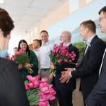 """Автоволонтеры """"ЕР"""" и """"Люди дела63"""" поздравили милых дам с праздником"""