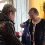 В Каменском районе единороссы поздравили заслуженного врача РФ с 80-летием