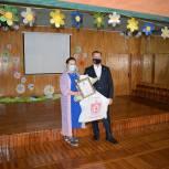 Депутаты поздравили ветеранов и женщин разных профессий