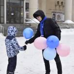 Молодогвардейцы поздравили кировчан с Международным днем счастья