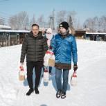 Городские депутаты-волонтеры помогают тюменцам