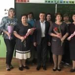 Депутат обсудил с учителями новые проекты для развития сельской школы в Базарно-Карабулакском районе