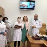 Медики тюменского госпиталя для ветеранов войн получили благодарственные письма депутата