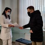 Медикам Красногорской горбольницы подарили переносную морозильную камеру