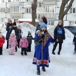 Жители Ленинского района проводили зиму блинами и песнями