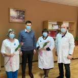 Александр Бондаренко наградил почетными грамотами городской Думы медицинских работников