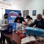 Волонтеры собирают гуманитарную помощь пострадавшим от пожара в Анапе