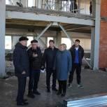 Михаил Лавров проверил ход работ по строительству спортивного зала в Раменской средней школе