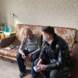 Ветеранам Ленинского района вручили телефоны с бесплатной сотовой связью