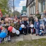 Старшее поколение: На параде у дома ветерана в селе Ульяновка Кузнецкого района звучали песни военных лет