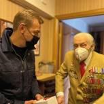Игорь Бускин поздравил ветерана Великой Отечественной войны с Днем Великой Победы