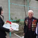 Депутат Ризван Голоев поздравил ветерана с Днем Победы