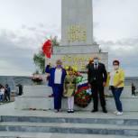 Вячеслав Доронин и члены Общественного совета Заводского возложили цветы к памятнику Героям Великой Отечественной Войны
