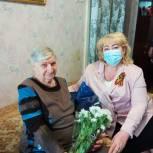 Ольга Болякина поздравила ветерана, которая в годы войны работала медицинской сестрой