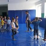 «Единая Россия» обеспечила формой юных спортсменов из регионов