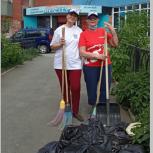 Активисты Верх-Исетского МОП убрали территорию у благотворительной организации «Аистенок»