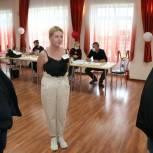 Лидер луховицких единороссов Владимир Гинсберг проверил ход предварительного голосования на счетных участках