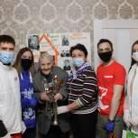 Галина Уткина поздравила в Красногорске ветерана войны с Пасхой