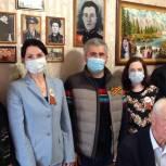 Елена Ельникова навестила ветерана Великой Отечественной войны