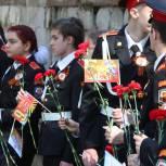 Единороссы района Ясенево  организовали для ветеранов войны выставку детских рисунков